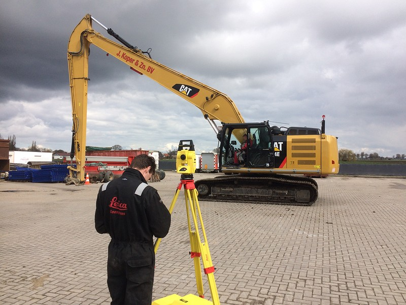 Leica machinebesturing op Cat 324E Super long front