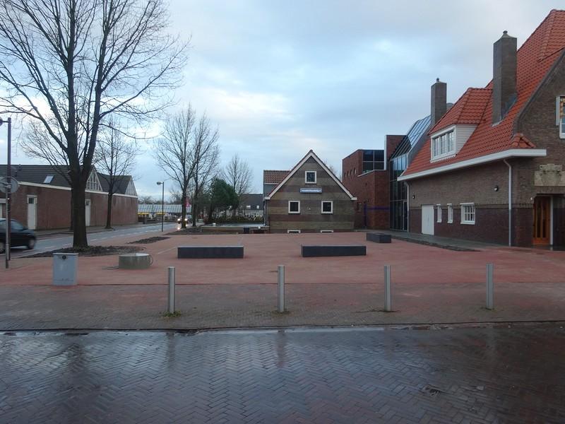 Inrichting plein / terras cultureel centrum 'Het Postkantoor'